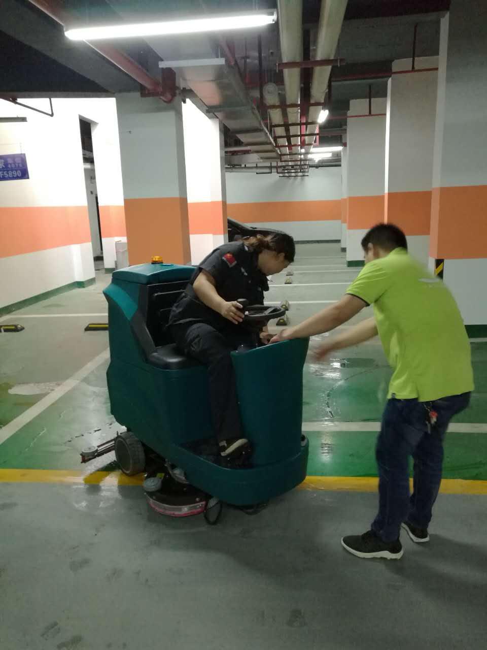 南宁大驾驶式洗地机入住某大型物业公司
